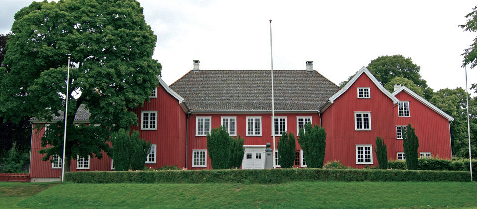 Herregaard построенный в городе Ларвик был построен в 1677 году и отреставрирован в 1923